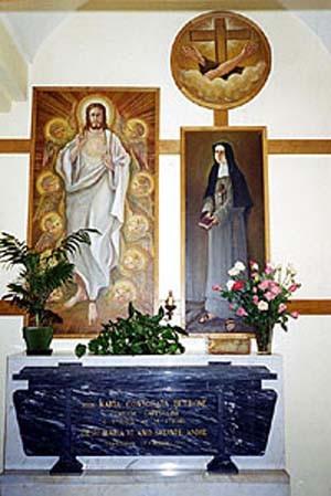 """Moriondo di Mocalieri (TO) - All'interno della chiesa del Monastero """"Sacro Cuore"""" riposa il corpo di suor Consolata, mèta di numerosi fedeli e devoti della grande santa di Saluzzo."""